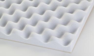 Basotect yumurta sünger yankı yalıtımı gerek duyulan ortamlarda tavan ve duvarlarda kullanılmaktadır. Ayrıca ses yalıtımına katkı sağlayan bir üründür. Özel yapısı, bakteri üretmez dokusu, açık hücreli yüzey, ses yutum yeteneğinin yüksek olması basotect süngerin tercih edilmesinde büyük etkendir.
